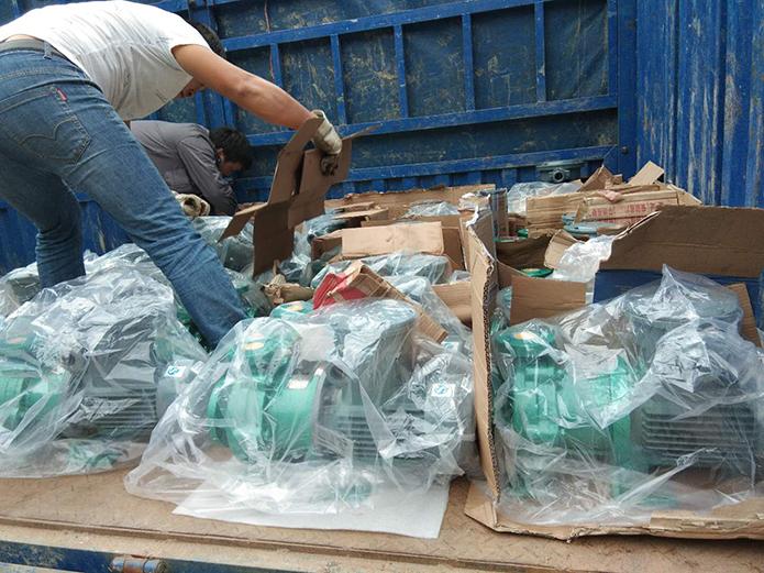 39台衬氟磁力泵专车发往杭州制药厂