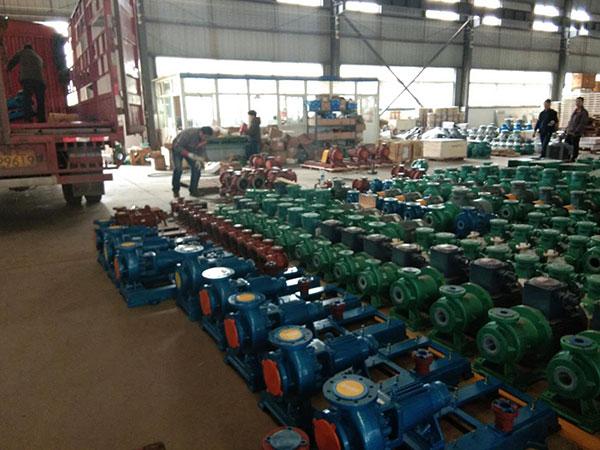 发往辽宁葫芦岛的一批衬氟离心泵和高温氟塑料磁力泵