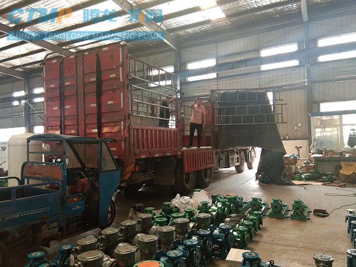 一批衬氟磁力泵和衬氟离心泵发往八一化工