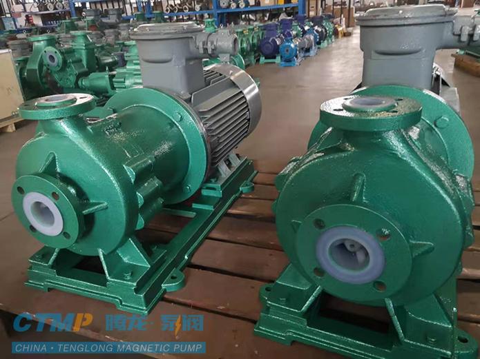 腾龙两台CQB100-80-125衬氟高温磁力泵发往安邦电化