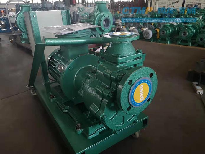 腾龙65ZFT-30F衬氟自吸泵发往海晶化工