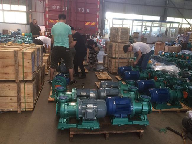 腾龙泵阀100多台衬氟磁力泵、衬氟离心泵发货青海